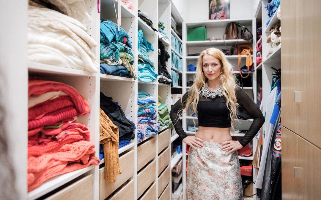 """Csillag Zsuzsi: """"Elképesztően sok ruhám van, semmit nem dobok ki"""""""